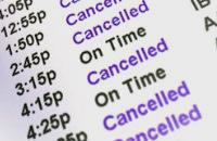 """Aéroport, panneau """"à l'heure"""" """"annulé"""""""