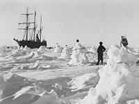 L'Endurance, navire d'Ernest Shackleton, pris dans les glaces du Pôle Sud