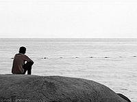 Homme seul sur la plage