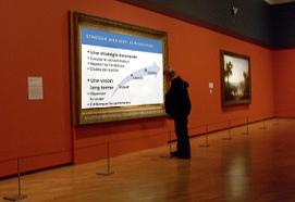 diapositive Powerpoint encadrée au Louvre