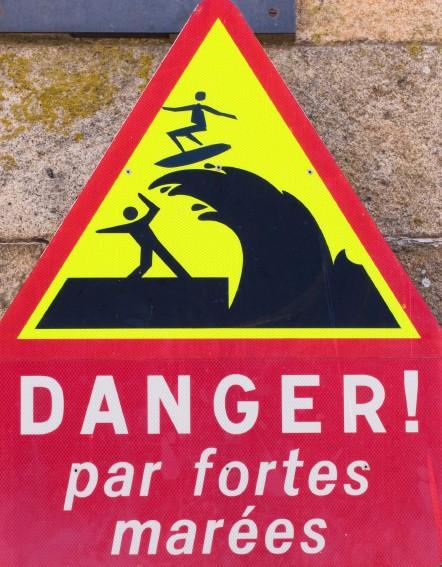 """Panneau """"danger par fortes marées"""""""