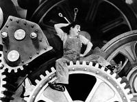 Charlot pris dans les engrenages, film les Temps modernes