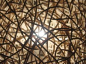 Sac de noeuds à travers lequel passe une lumière